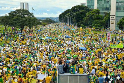 Βραζιλία: #EleNão (όχι αυτός!): Να ηττηθεί οΜπολσονάρο!