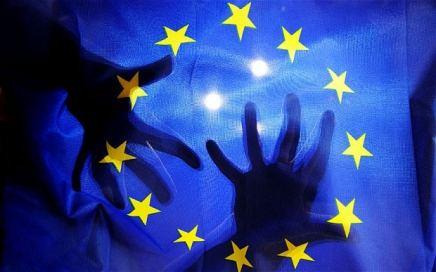 ΕΕ: Να αντιμετωπίσουμε τις επιθέσεις των αστικώντάξεων