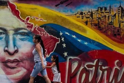 Ο Ούγκο Τσάβες, η μπολιβαριανή επανάσταση και οσοσιαλισμός