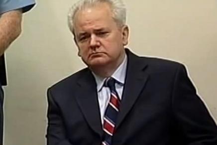 Ο Μιλόσεβιτς στο διεθνές δικαστήριο τηςΧάγης
