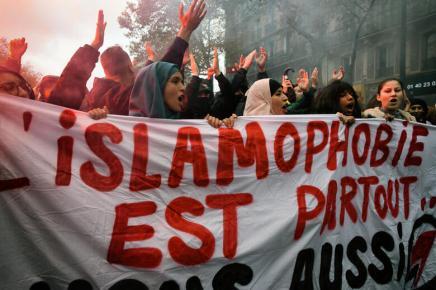 """Γαλλία: Όχι """"εθνική ενότητα"""", όχι ρατσιστικόαμάλγαμα"""