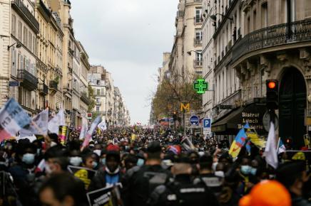 Γαλλία: Η επίθεση Μακρόν κατά τωνελευθεριών