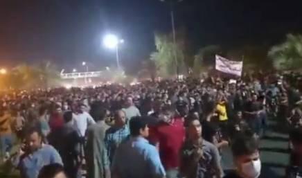 Ιράν: Νέο κύμα μαζικών διαδηλώσεων καιαπεργιών